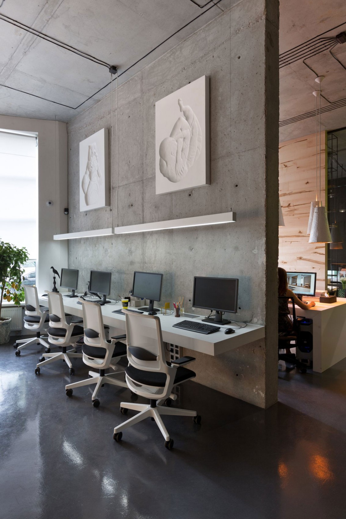 5 WAYS YOU CAN MAKE YOUR WORKSPACE WORK FOR YOU!